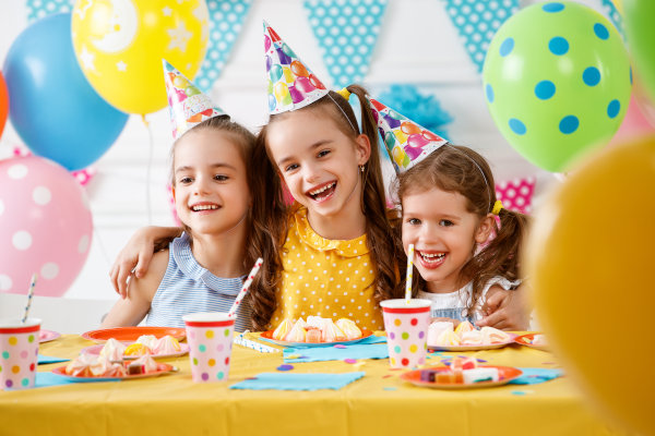 Children's,Birthday.,Happy,Kids,With,Cake,And,Ballons
